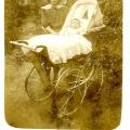 177_wilhelmine_peters_mit_helmut_1913